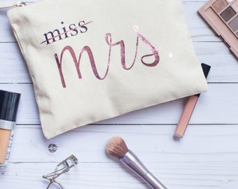 Mrs Canvas Makeup Bag. Future Mrs Pouch for Engagement Gift, Bridal Shower Ideas, Cosmetic Purse for Bride to be, Bridal Party Present