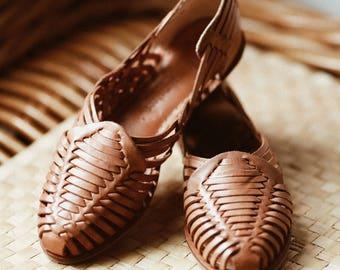 Vintage Tan Woven Leather Sandals - Size 5