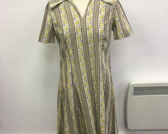 Original 1970's Flower Floral Stripe V-Neck Collar Stripe Dress White Yellow Size UK 12 FREE WORLDWIDE Postage