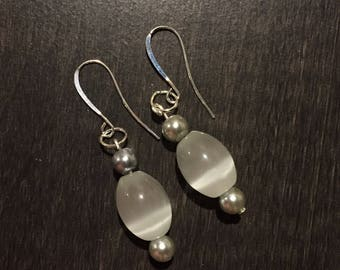 White glass stone shimmer earrings