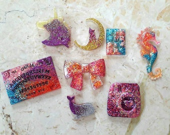 8 mix resin Cabochons with Glitter. HANDMADE