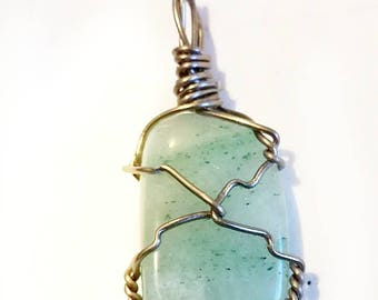 Wire wrap pendant with necklace