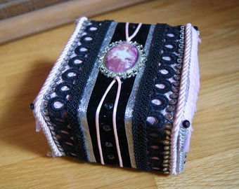 Small pink and black baroque jewelry box