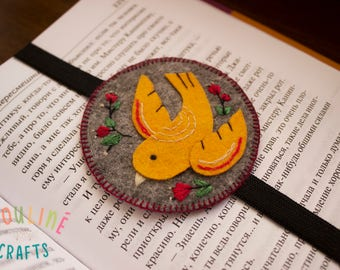 Handmade felt bookmark with elastic, bookmark with bird and embroidered flowers