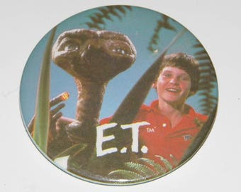 E.T. The Extra-Terrestrial Button 1982! Ships Priority Mail World Wide!
