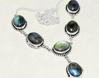 Necklace in silver and labradorite. Vintage necklace. Bohemian necklace. Boho-chic necklace. Vintage necklace. Necklace stones. Labradorite necklace