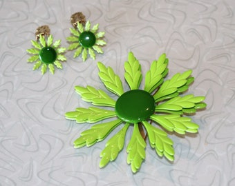 Lovely Lime Brooch and Clip On Earrings Set 1960s