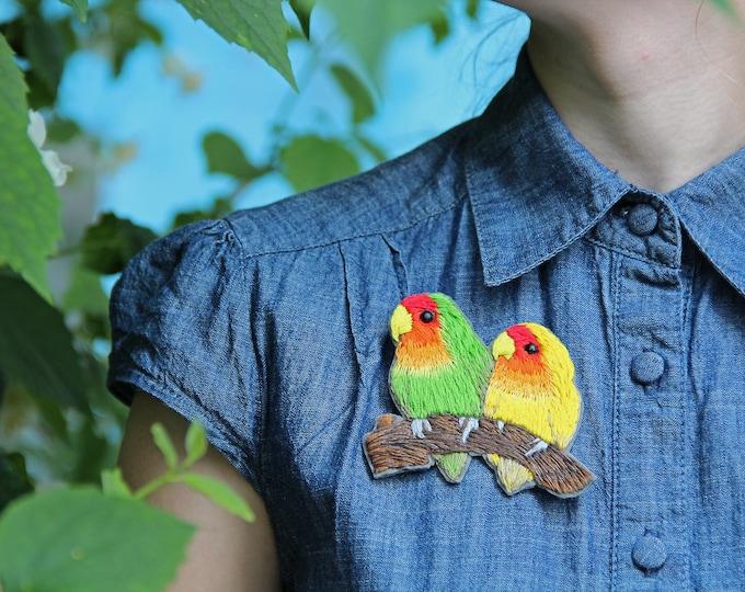 Embroidery Pin Lovebird brooch Woodland Bird lover gift Nature Lovebird Parrot Pin Brooch mom gift Bird Jewelry Party Summer Outdoors