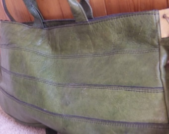 Vintage green handbag 1960s in good condition