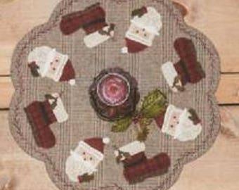 Santas All Around Wool Mat Kit & Pattern