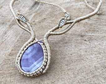 Macramé necklace with amethyst