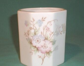 Ashley, bone china pot , floral pattern white/China/British