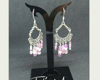 Its cascade of pink pearls and Chandelier Earrings