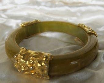 bijoux, ancien bracelet vintage en résine et métal doré et vert anis, jewelry, bracelet in resin & gold metal and green anise