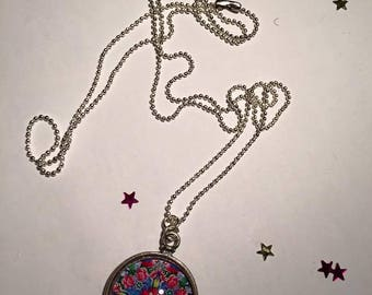 "Pendant and necklace mesh ball ""Mandala flower"" cabochon"