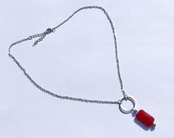 Crew neck beads dark red and grey metallic