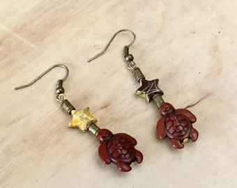 Earrings turtles Pearl yellow and Brown star pierced earrings