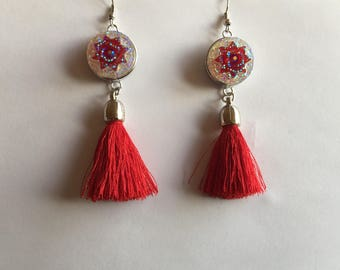 Earrings elegant and original PomPoms red button snap resin with multiple reflections, and Red Star