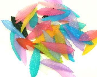 Set of 25 muticolore feather pendants - acrylic