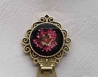 Bookmark round resin and dried flower fuschia color