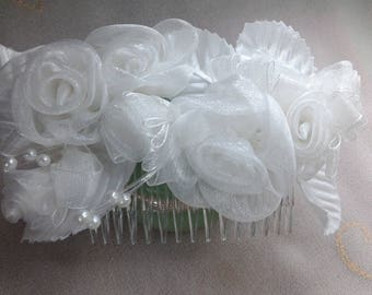 With white flowers wedding hair comb