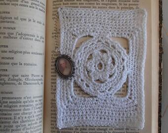 Bookmarks crochet with Medallion Marie-Antoinette