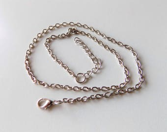 Mesh silver trace chain of 3.5 x 5 mm with forty three cm + 5 cm adjustable chain.