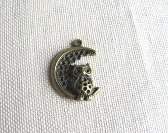 Bronze charm. OWL / OWL on Moon
