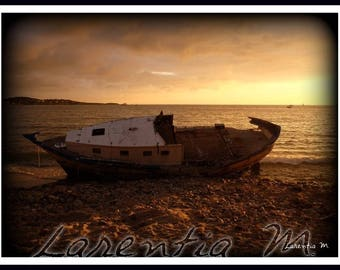 Photo 30X40cm with a boat on the beach of Bandol