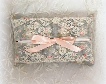 Tissue case and its wide antique lace