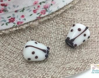 White: 2 beads Ladybug glass lampwork, 12x14mm (pv655)