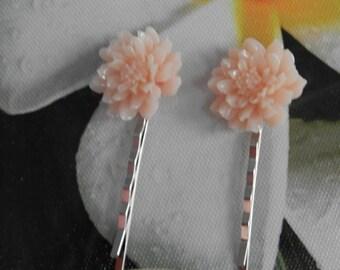 the walk of dahlias (hair clips)