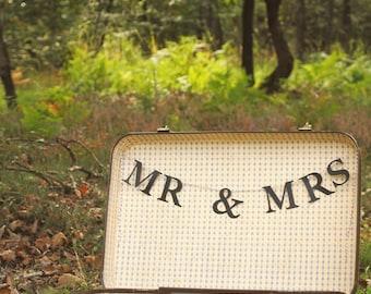 Garland wedding Mr & Mrs to inside of bag