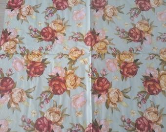 Set of 2 paper napkins depicting roses