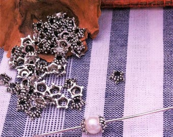 20 mini cups reseda flowers, dots, 5 mm silver grey pearls approved for