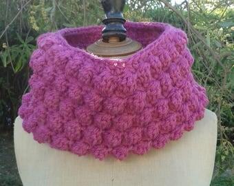 Dark pink Snood crocheted decorative stitches