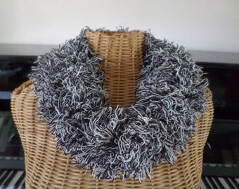 snood knitted with a black and white wool