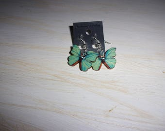 Earrings made with buttons in the shape of butterflies
