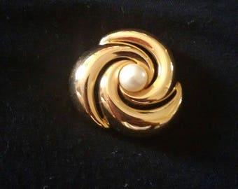 Vintage Napier brooch gold tone