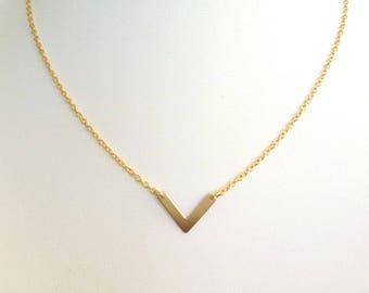 DIVA - Brass pendant herringbone necklace