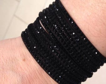 Cuff Bracelet color black with bright
