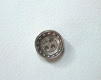 Round silver metal patterned button