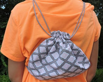 Flowery pink and gray drawstring sack