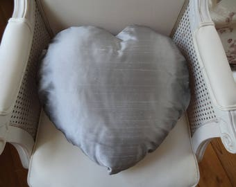 Large (45cm x 45cm) cushion heart made of silk: Pearl gray, the other purple