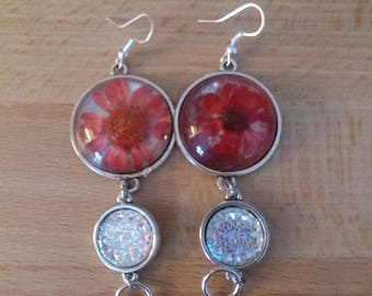 Earrings with cabochon flower