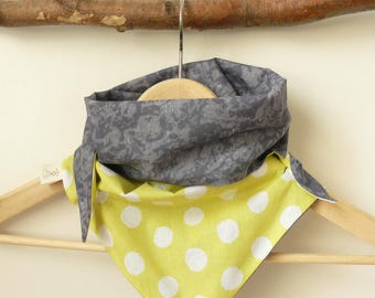 Scarf/shawl with big polka dots, closed by pressure for most outfit.