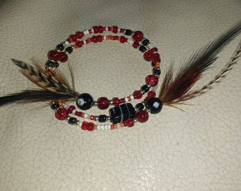 bracelet in red and black feather and black and red glass bead