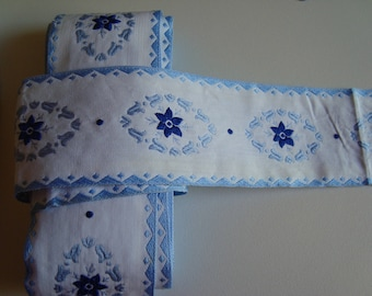 3 m Ribbon lace trim frieze on white medallions of flowers 5 cm wide