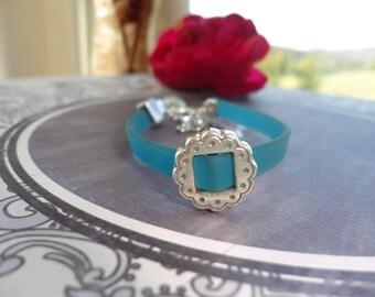 Kit blue pvc Ribbon bracelet, Pearl from square metal stamped flower