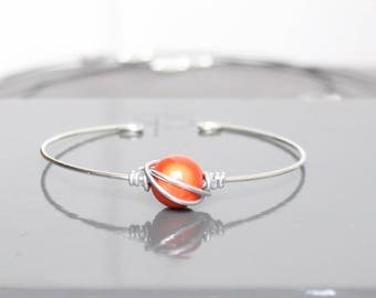 Thin metal and magical orange Bead Bracelet